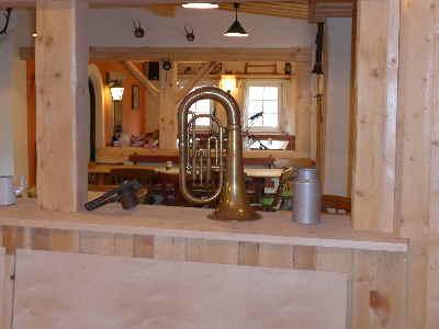 Tuba im Gastraum